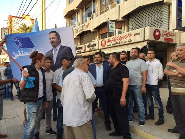 مناصرو المستقبل يتجمعون امام منسقية صيدا للانطلاق بمسيرات احتفاء بتكليف الحريري