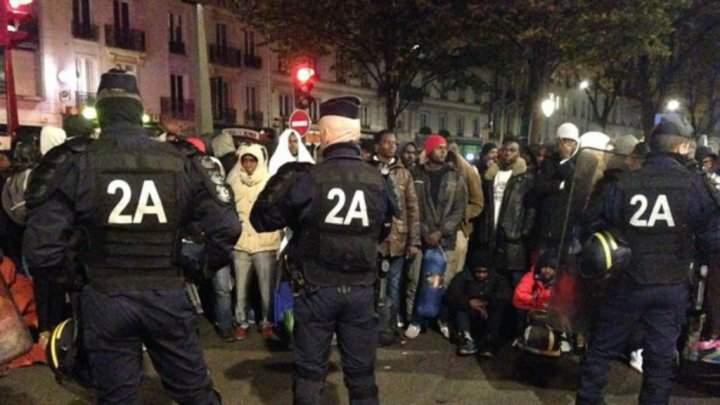 السلطات الفرنسية تبدأ بإخلاء مخيم لأكثر من 3 آلاف مهاجر في باريس