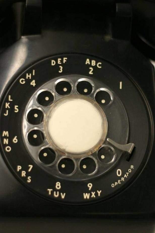 ما هو سر الحروف الموجودة على الهاتف الثابت؟
