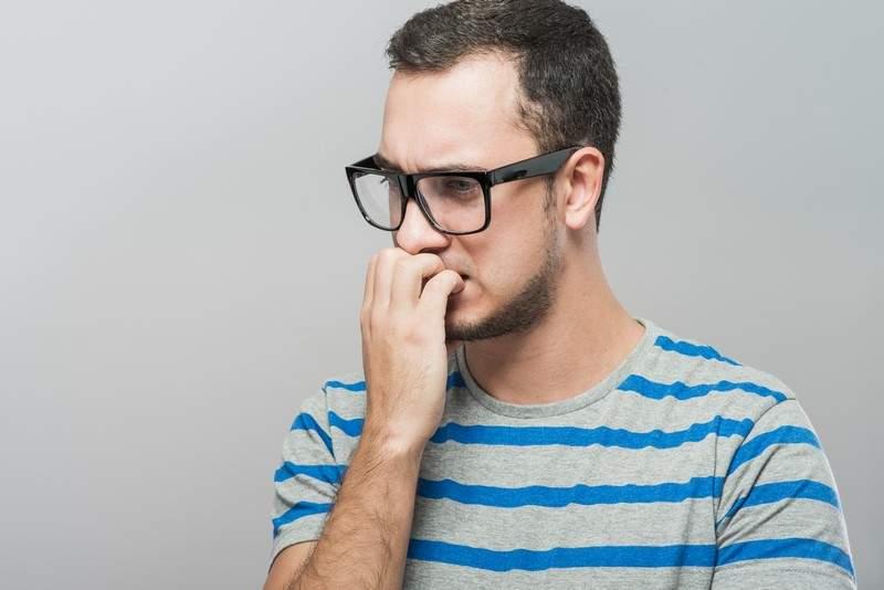 لماذا نقضم أظافرنا؟ 4 أشياء تفسر حدوث هذه العادة