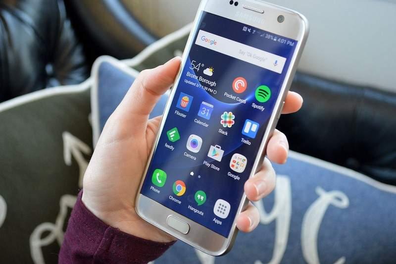"""مستخدمون أوفياء لهواتف """"سامسونغ"""" رغم """"الفضيحة"""""""