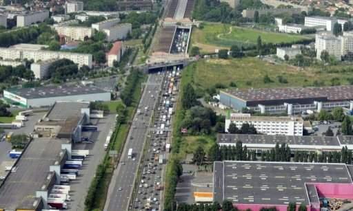 سرقة بقيمة خمسة ملايين يورو على الاقل من قطريتين في سطو على طريق سريع قرب باريس