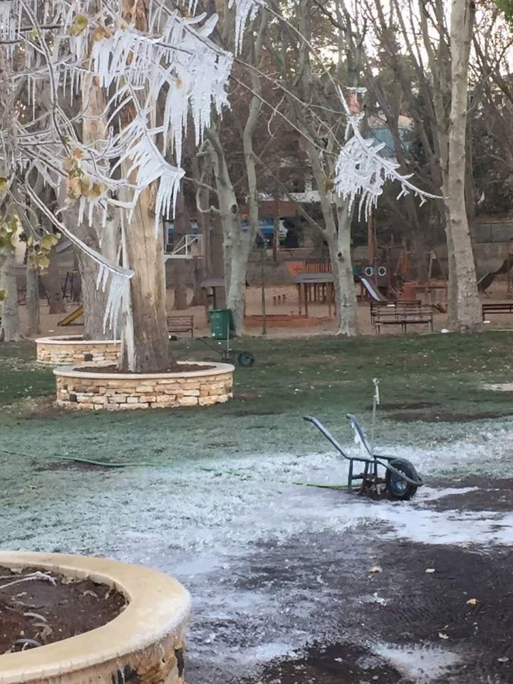 بالصورة: الصقيع يضرب في لبنان.. والجليد في دورات المياه