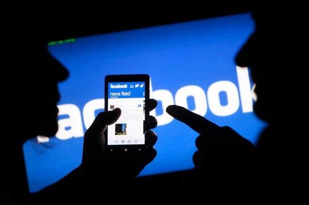 """اكتشف من خلال """"فيسبوك"""" أن زوجته متزوجة برجل آخر"""