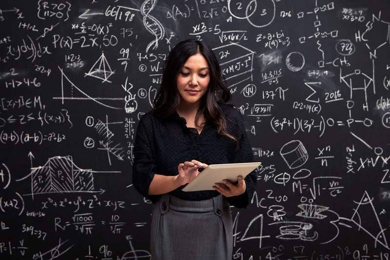 7 علامات تدلُّ على أنك شخصٌ ذكي.. طولك وترتيبك بين أشقائك يؤثِّران!