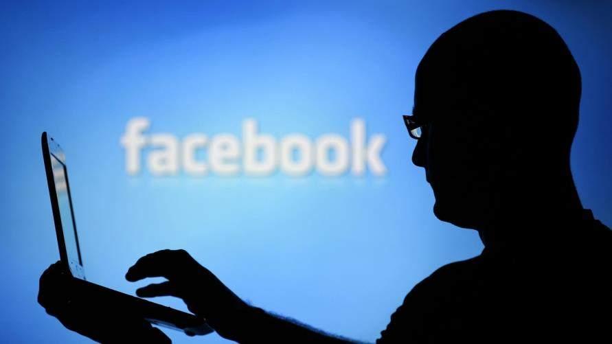 """أهمل زوجته واهتم بـ""""الفيسبوك"""".. فعاقبته بطريقةٍ غريبة!"""