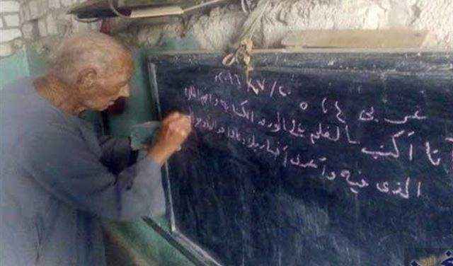 مسيحي مصري يُعلم الأطفال القرآن الكريم منذ سنوات