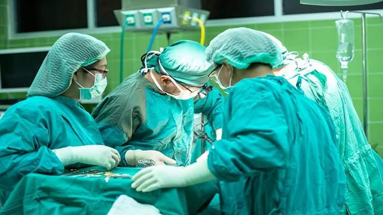 الطبيبات أكثر نجاحا في إنقاذ المرضى من الموت