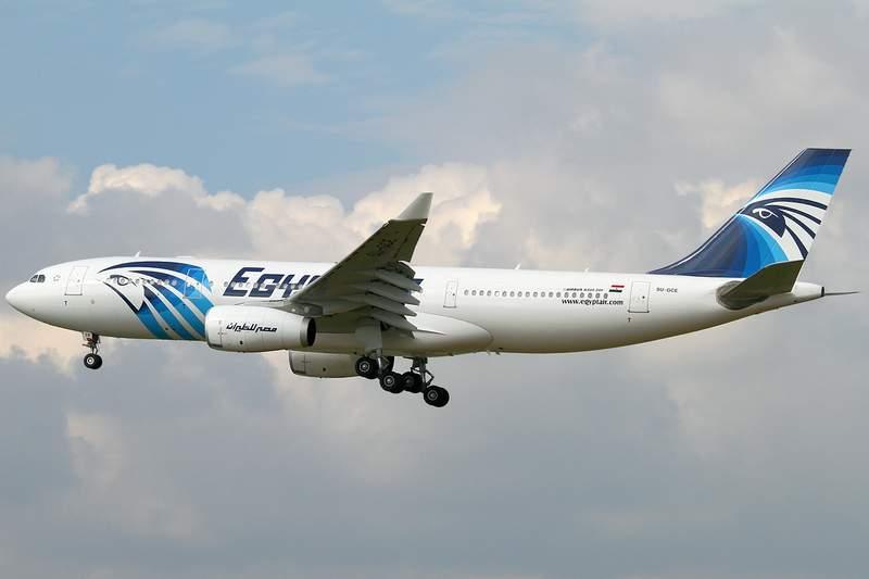 """طاقم طائرة مصري يقبض على """"عصابة صينية"""" في الجو"""
