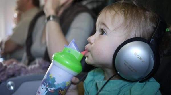 كيف يمكن مواجهة الضغط على الأذن في الطائرة؟
