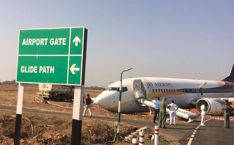 خرجت الطائرة الهندية عن المدرج.. فماذا حصل؟