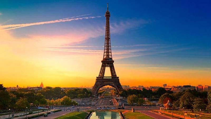 وسائل النقل مجانية في باريس ليلة رأس السنة.