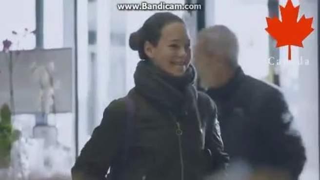 بالفيديو.. أبواب لا تفتح إلا عند الابتسامة لها