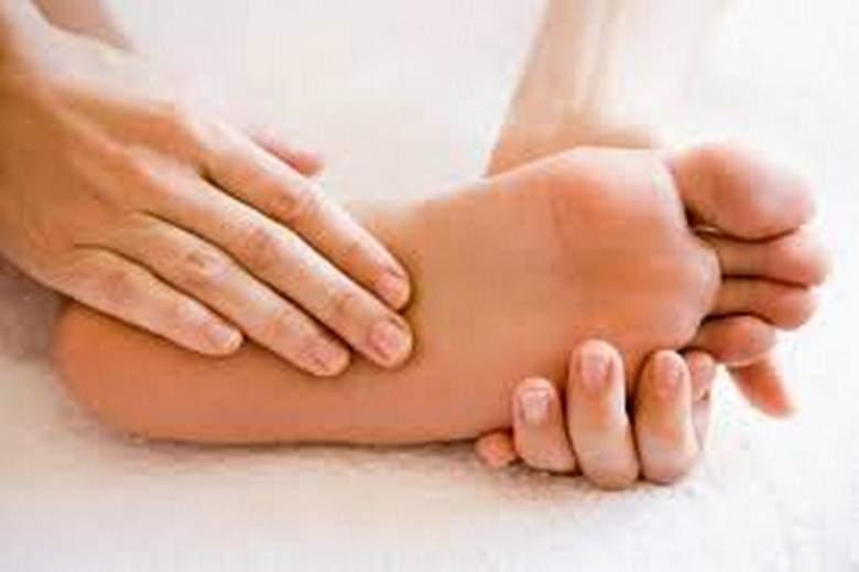 تنميل الأرجل قد لا يكون عابراً تعرّف إلى الأسباب والعلاجات.