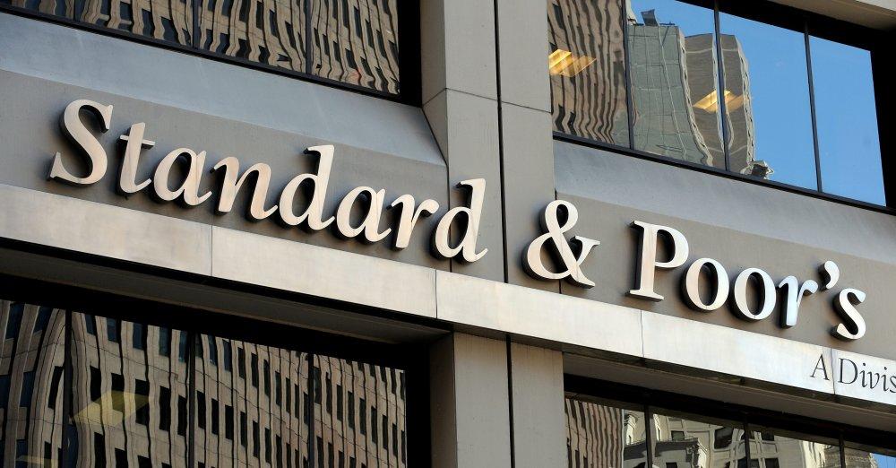 وكالة ستاندرد آند بورز للتصنيفات الائتمانية تخفض تصنيف 3 مصارف لبنانية
