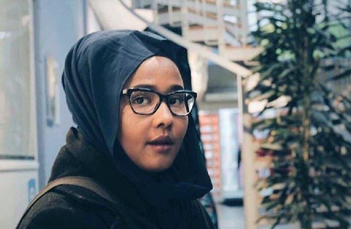 """كانت هدفا لحملة كراهية... الشابة """"ليلى علي علمي"""" من موزعة جرائد إلى النائب الوحيدة المحجبة تحت قبة البرلمان السويدي"""