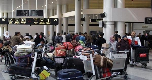 """في مطار بيروت """"عصابات"""" تخفي عربات نقل الحقائب!"""