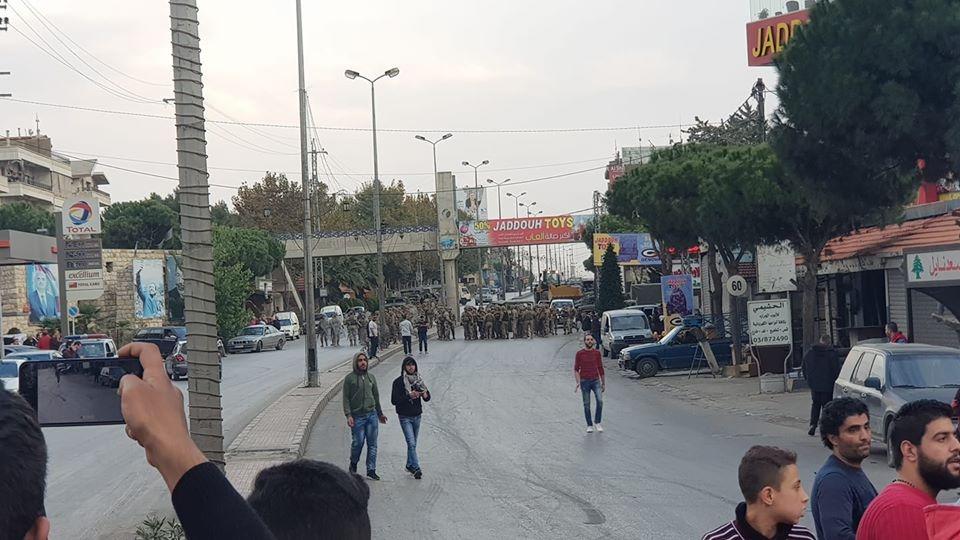 إشكالات بين الجيش والمتظاهرين في بلدة تعلبايا وعمليات كر وفر اثناء محاولة الجيش فتح الطريق