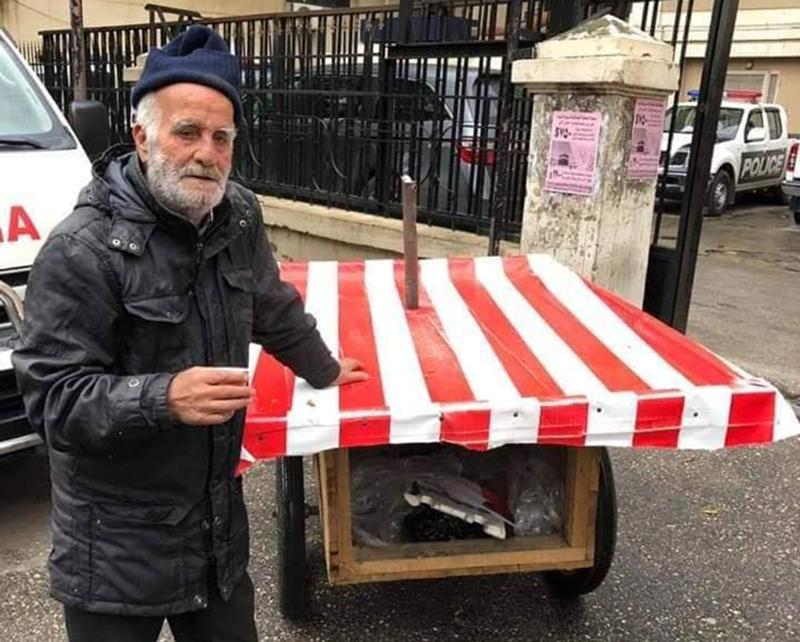"""بعد مصادرة """"مصدر رزقه""""...الرجل المسن تسلم عربة جديدة في طرابلس"""