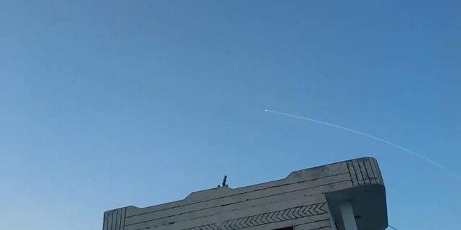 لقطات توثق تصدي الدفاعات الجوية السورية لصواريخ العدوان الإسرائيلي في ريف حماة