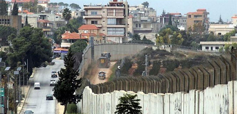 قوات العدو الإسرائيلي تستأنف اعمال تثبيت السياج الحديدي وصيانته مقابل طريق عام كفركلا..وتتفقد الشريط التقني وكاميرات المراقبة!
