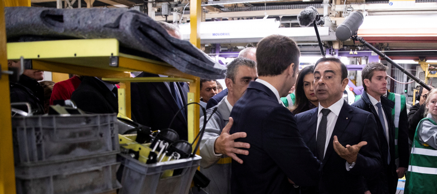 """ما لا تعرفونه عن """"كارلوس غصن"""" أشهر رئيس تنفيذي أجنبي باليابان... يحمل 3 جنسيات و""""تخصص"""" في إنقاذ شركات سيارات عالمية!"""