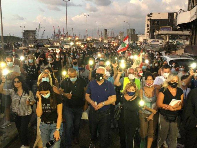 مسيرة صلاة وشموع جابت شوارع متضررة وصولا إلى مرفأ بيروت