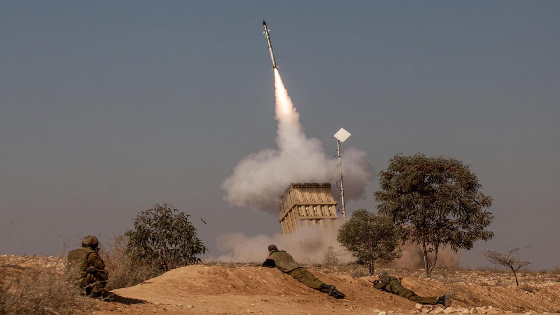 """جيش العدو الإسرائيلي  يستهدف طائرة """"إسرائيلية"""" ويفتح النيران عليها معتقداً أنها سورية!"""