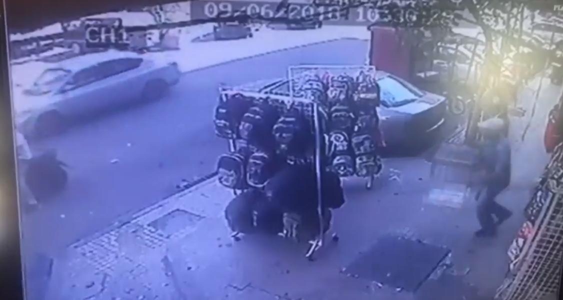 بالفيديو/ عملية سرقة وثقتها كاميرات المراقبة...والمستهدف ببغاء