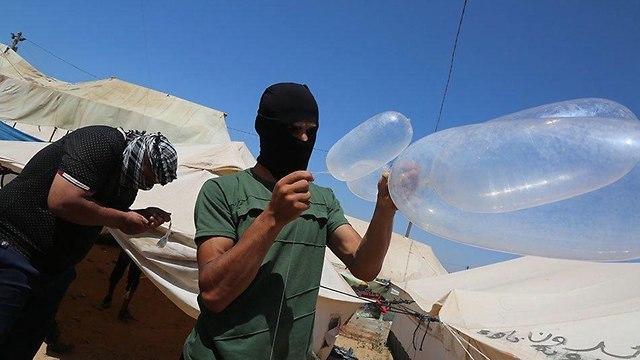 بالفيديو/ المنظومة الدفاعية الإسرائيلية تفشل في التصدي لبالونات حارقة وطائرات ورقية!