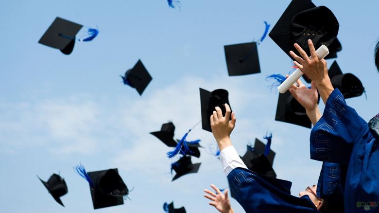 بالصور/ موقع بنت جبيل يبارك للطلاب الناجحين في الشهادة المتوسطة ولجميع الطلاب والأهالي الذين تواصلوا معنا