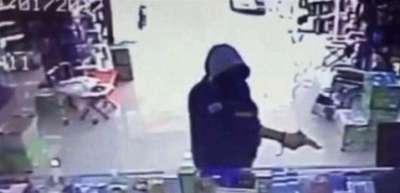 عملية سطو مسلح على صيدلية في البداوي...والاعتداء على الموظفين بالضرب المبرح وسلب مبلغ من المال!