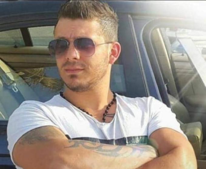"""الشاب """"عمر"""" سقط من منور مصعد أحد المباني في ساحة الشهداء أمس بسبب غياب الكهرباء وهو بحالة موت سريري"""