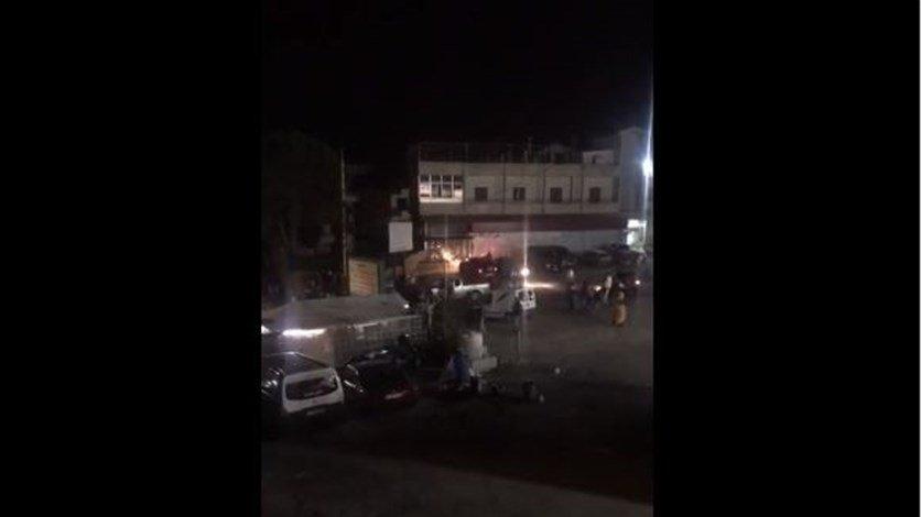 بالفيديو/ اشكال بين اشخاص من عرب الحروك والقيّم على قطع طريق ضهر البيدر - قب الياس وتراشق بالحجارة وتكسير بعض السيارات