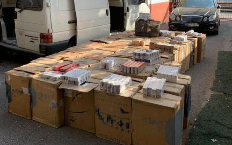 كمين محكم يوقع شبكة لتهريب الدخان من سوريا إلى لبنان في قبضة شعبة المعلومات... ضبط بحوزتهم 3150 كروزاً!