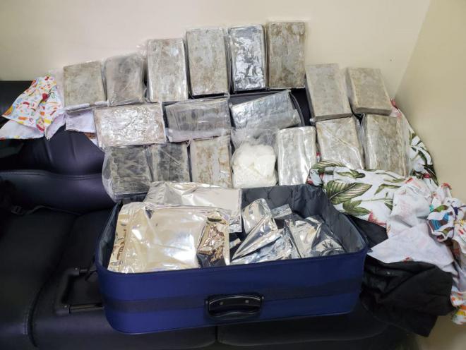 حقيبة كوكايين تقدر قيمتها بملايين الدولارات...عملية نوعية تحبط تهريب 20 كلغ من الكوكايين الخام من البرازيل إلى مطار بيروت