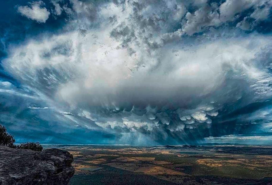 """مشروع """"تيانهي"""" او """"نهر السماء""""...نقل الغيوم المحملة بالأمطار الى المناطق الجافة لاستمطارها !"""