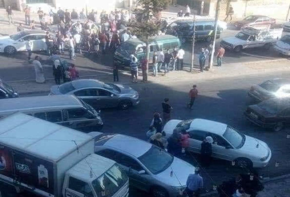 بالصورة/ شابة أردنية دهست بسيارتها خطيبها السابق بعد أن شاهدته مع خطيبته الجديدة في الشارع