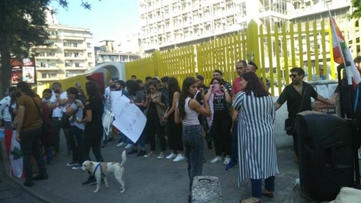 """الـ MTV: موظفو مؤسسة كهرباء لبنان يرفضون إقفال مداخلها من قبل المحتجين ويقولون """"اليوم في كهرباء ويمكن بكرا ما يكون في بسبب التعطيل"""""""