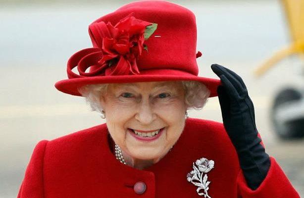 وظيفة الأحلام...شخص يدير حسابات الملكة إليزابيث الثانية على مواقع التواصل الاجتماعي مقابل راتب 65 ألف دولار مع وجبة غداء!