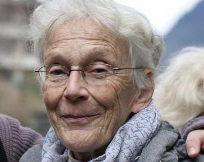 إنسانيتها المفرطة وصلت بها إلى المحكمة! إدانة مسنّة بعد مساعدتها للاجئ كاد يتجمد من البرد على الحدود السويسرية - الإيطالية