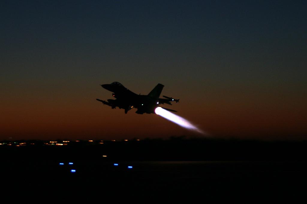 "طيران استطلاعي ومروحي ""اسرائيلي"" فوق مجرى نهر الليطاني"