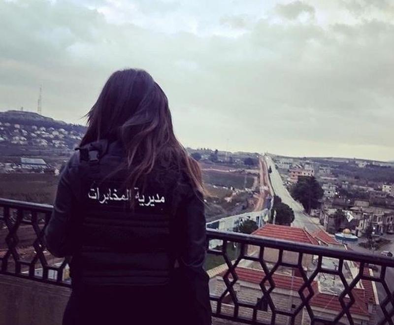 """بعد الجندية في الجيش اللبناني، الصورة الأكثر تداولاً اليوم لشابة في مديرية المخابرات """"عنا بنات بتهز الأرض"""""""