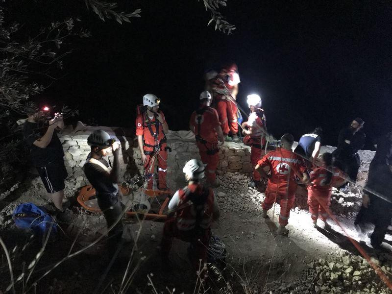 بالصورة/ إنزلاق شخصين من جبل سيدة حماطورة إلى الوادي.. مقتل أحدهما وإصابة الآخر
