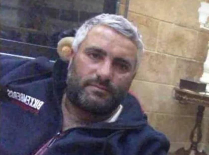 """صعقة كهربائية تودي بحياة المواطن """"ياسر السحمراني"""" في منزله في بلدة الدورة العكارية"""