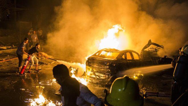 مقتل 19 شخصا وإصابة 30 جراء انفجار عدد من السيارات وسط القاهرة بعد حادث تصادم مروع