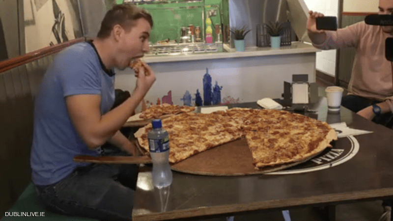 مطعم يقلب الموازين ويتحذى زبائنه...500 يورو مكافأة لمن يتناول بيتزا كاملة !