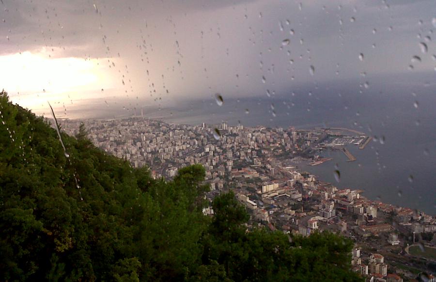 """سماء الساحلَي السوري واللبناني ستُضاء بلمعان البروق مصحوبة بالأمطار وتساقط البرَد...إليكم تفاصيل """"الشتوة الأولى"""""""
