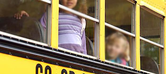"""حادثة مأساوية في الرميلة...وفاة الطفلة """"مريم"""" بعدما سقطت من نافذة """"فان"""" المدرسة"""