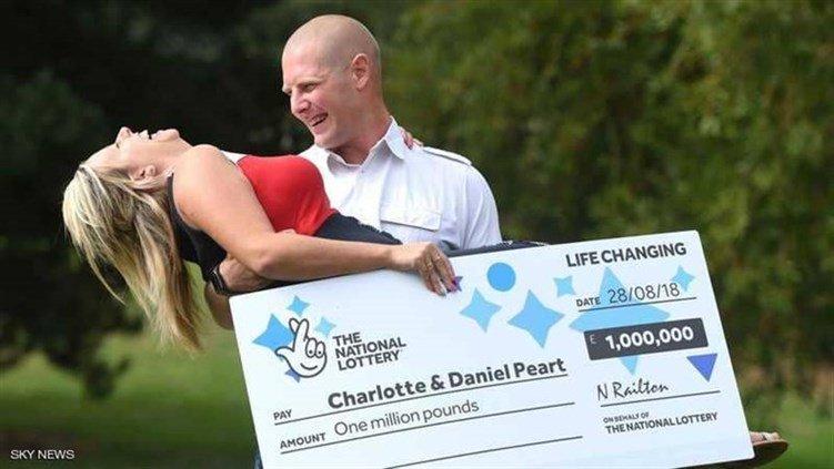 بعد تعرضه لمقلب مثير للأعصاب من زوجته لم يصدق الحقيقة..ربح 250 الف جنيه استرليني في اليانصيب !